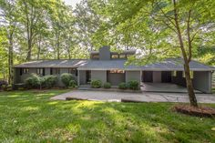 15824 Rhinehill Road – Waterfront Brick Ranch with Basement, Huge Deck and Stunning Views of Lake Wylie! (Charlotte, NC) - leighsells.com #SellsCLT