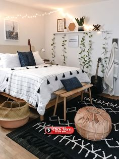 Boho bedroom decor cozy wood with black carpet Tumblr Bedroom Decor, Boho Bedroom Decor, Boho Room, Cozy Bedroom, Master Bedroom, Bedroom Rugs, Bedroom Ideas For Small Rooms, Boho Teen Bedroom, Tumblr Rooms
