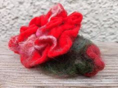 Hand made felted with silk and merino. Unique Roses, Maya, Presents, Felt, Brooch, Flowers, Gifts, Handmade, Etsy