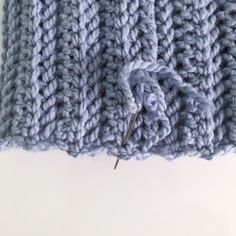 Pattern Notes The and the beginning of each row counts as one stitch. Starting with Row work into the back loop only for a ribbed look. Chunky Crochet Hat, Crochet Winter Hats, Chunky Yarn, Double Crochet, Sunflower Crafts, Come Undone, Faux Fur Pom Pom, Yarn Over, Yarn Needle