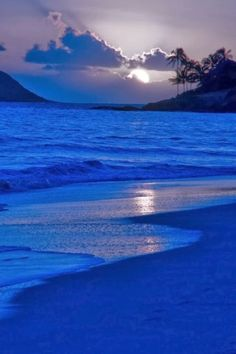 World's Most Beautiful Places. This page is dedicated to the beauty of God and Nature. Beautiful Moon, Beautiful Places, Beautiful Pictures, Beautiful Life, Simply Beautiful, Image Bleu, Blue Sunset, Ocean Sunset, Blue Beach