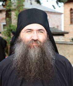 Ο Καθηγούμενος της Ιεράς Μονής Εσφιγμένου Αρχιμ. Βαρθοομαίος ομιλέι για την ''καινή'' εντολή της αγάπης την οποία έσωσε ο Κύριος. Μεταξύ άλλων ο Γέροντας Βαρθολομαίος τονίζει το πόσο σημαντικό είναι να κάνουμε αγώνα να αποβάλλουμε τα πάθη για να φανεί η αγάπη που υπάρχει μέσα μ Poses, Winter Hats, Beanie, Fashion, Figure Poses, Moda, La Mode, Fasion, Beanies