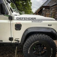 "67 Likes, 1 Comments - Land Rover 24_7 (@landrover24_7) on Instagram: ""That Thing Would Conquer The World #LandRover #LandRoverOffRoad #LandRoverDefender…"""