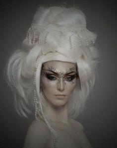 I like the sutile colors here - white, pearl, silver and gold. Looks like a fairy.