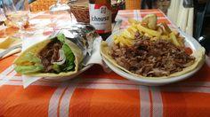 """Kebab Sardo! !Pane lentu con carne di agnello e maiale marinate con foglie di mirto..lattuga..pomodori..cipolla rossa...salsa allo yogurt e salsa piccante!! Bibita esclusivamente Sarda """"Birra Ichnusa""""😋🍻 #sardegnafood #sardegna #sardinia"""