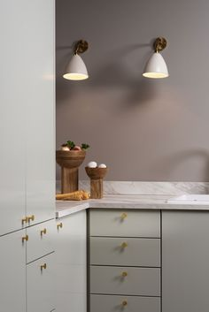 Svalbard - Strai kjøkken Bathroom Faucets, Small Bathroom, Corner Sink, Kitchen Decor Themes, Marble Countertops, Modern Bathroom Design, Black Decor, Kitchen Lighting, Glass Door