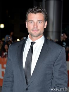 Good lord he's beautiful. Even more than when on smallville, and he was beautiful then!!