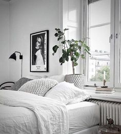 Cheap Home Decor Schlafzimmer Skandinavisch.Cheap Home Decor Schlafzimmer Skandinavisch Interior Simple, Grey Interior Design, Modern Interior, Monochrome Bedroom, White Bedroom, Calm Bedroom, Clean Bedroom, Master Bedroom, Decoration Chic