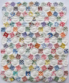 Pattern for making this lovely doll quilt Little Grace, pattern incl. a text description and paper cutting templates. Finished Quilt Size 13.5 x 17 inch (34 x 42 cm), totally to be made by hand, using the English methode (papers). I used over 50 different Aunt Grace fabrics in