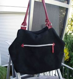 Melanies Arya- schlicht scjhwarz mit roten Akzenten. Arya, Bags, Fashion, Red Accents, Bags Sewing, Handbags, Moda, La Mode, Fasion