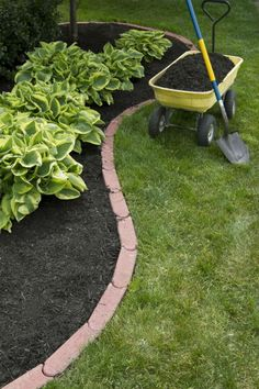 68 Lawn Edging Ideas That Will Transform Your Garden DIY Lawn Edging Ideas For Beautiful Landscaping: Linked Soft Red Edging Bricks Cheap Landscaping Ideas, Home Landscaping, Front Yard Landscaping, Backyard Ideas, Garden Ideas, Walkway Ideas, Landscaping Edging, Farmhouse Landscaping, Front Walkway