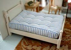 tiny handmade: Dollhouse bed updated