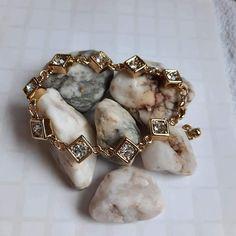 Nice Jewelry, Napkin Rings, Women's Fashion, Lady, Fashion Women, Womens Fashion, Woman Fashion, Napkin Holders