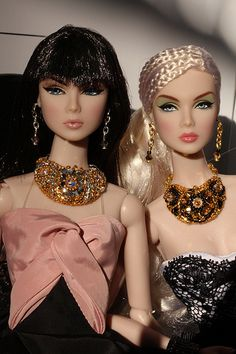 barbie dolls   .  37 qw