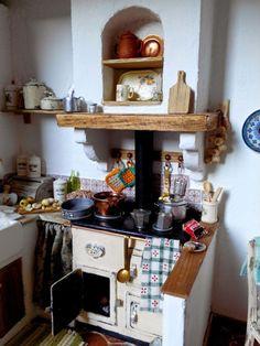 The mini Claudia . Miniature Dollhouse Furniture, Miniature Rooms, Miniature Kitchen, Miniature Crafts, Miniature Houses, Dollhouse Interiors, Dollhouse Miniatures, Aga Kitchen, Mini Kitchen