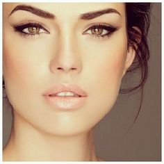 Five makeup tips for a round face to create a more prominent look