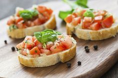 Looking for diabetic-friendly recipes that are both healthy and delicious? Find yummy recipes from US MED like our Tomato Bruschetta and get cooking! Tomato Bruschetta, Bruschetta Recipe, Appetizers For A Crowd, Appetizer Recipes, Tostadas, Snacks Saludables, Finger Foods, Feta, Holiday Recipes