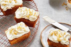 Mini Carrot Cake Loaves—Carrot cake is a favourite with its all-important cream cheese icing, but the addition of crystallized ginger takes it up a notch. Carrot Cake Bread, Mini Carrot Cake, Moist Carrot Cakes, Best Carrot Cake, Mini Desserts, Chocolate Desserts, Delicious Desserts, Cake Chocolate, Cupcakes