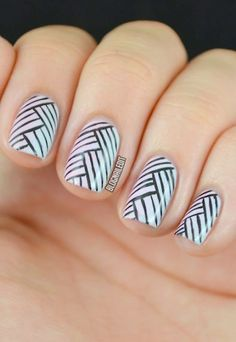 Click for a step-by-step tutorial on how to get this nail art look... it's easier than it looks!