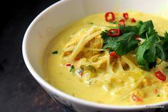 Kookos-kanakeitto on kyllä keittoa parhaimmasta päästä! Jos et ole vielä… Wine Recipes, Asian Recipes, Soup Recipes, Chicken Recipes, Chicken Soup, Easy Cooking, Healthy Cooking, Cooking Recipes, Healthy Recipes