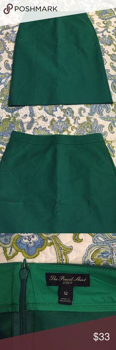 """NWOT JCrew Factory pencil skirt Gorgeous Kelly green color. NWOT pencil skirt with pockets and back slit. Length is 25"""". I'm 5'6 and it hits me a tad below the knees.  Great color and skirt but not my size. J. Crew Skirts Pencil"""