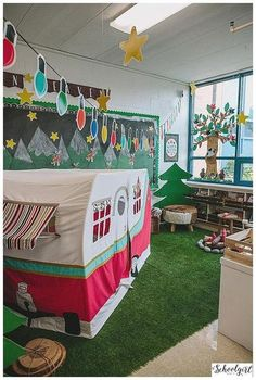 30 Awesome Classroom Themes & Ideas For the New School Year - Kindergarten Teacher 2020 New Classroom, Classroom Setting, Classroom Setup, Classroom Design, Kindergarten Classroom, Classroom Rugs, Classroom Organization, Classroom Reading Area, Forest Theme Classroom