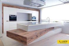 Modern Luxury Kitchens For A Grand Kitchen Luxury Kitchen Design, Luxury Kitchens, Interior Design Kitchen, Home Kitchens, Interior Modern, Kitchen Furniture, Kitchen Decor, Grand Kitchen, Küchen Design
