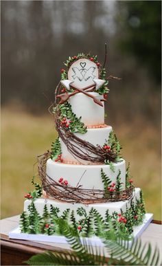 Hunger Games Wedding Cake - are you serious? That is so pretty, but ridiculous. Who has a Hunger Games themed anything at their wedding? Hunger Games Cake, Cake Games, Pretty Cakes, Beautiful Cakes, Amazing Cakes, Wedding Games, Wedding Planning, Event Planning, Tribute Von Panem