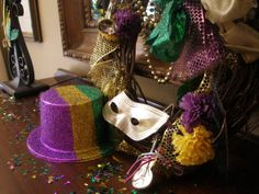 "Mardi Gras decorations from DIY user ""Live2Decor8"" >> http://diy.roomzaar.com/rate-my-space/Holidays/Happy-Mardi-Gras-Yall/detail.esi?oid=23519572=pinterest#"