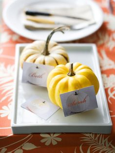 Personal Pumpkins - Add a thoughtful touch to a fall gathering with custom-made place cards. Use a calligraphy pen or a fancy font to create small labels. Then attach the cards to gourds using small pushpins, and place around the table. Thanksgiving Name Cards, Thanksgiving Table Settings, Thanksgiving Ideas, Friends Thanksgiving, Halloween Table, Fall Halloween, Halloween Party, Halloween Clothes, Happy Halloween