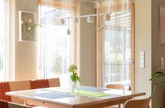 gemütliche Sitzecke in einem Hartl Haus Kundenhaus Windows, Curtains, Home Decor, Lounge Seating, Blinds, Decoration Home, Room Decor, Draping, Home Interior Design