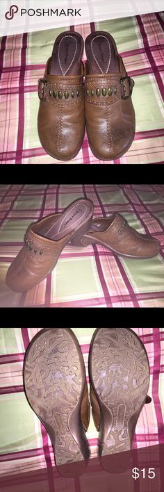 Bare trap Womens clogs Brown women's clogs bear trap brand. Good condition. Smoke free/pet free home. Make an offer Bare Traps Shoes Mules & Clogs