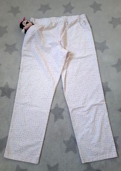 pantalón terminado Baby Clothes Patterns, Clothing Patterns, Sewing Patterns, Smocking, Pajama Pants, Sweatpants, Outfits, Palazzo, Dresses