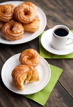 Dangerously easy-to-make French crullers. It's like eating delicious air. Dangerously easy-to-make French crullers. It's like eating delicious air. Desserts Français, French Desserts, Plated Desserts, Cruller Doughnut Recipe, Easy Fried Doughnut Recipe, Baked French Cruller Recipe, French Cruller Donut, French Donuts, French Cookies