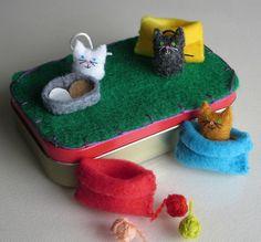 Gatos en acurrucan bolsas fieltro peluche Altoid lata jugar