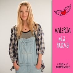 El club de los Incomprendidos#Valeria#Timida#Nueva John Green, Le Club, Just Style, Overall Shorts, I Movie, Movies And Tv Shows, Blue Jeans, Blonde Hair, Fangirl