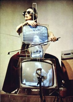 """TV Cello by Nam June Paik (artist) and Madeline Charlotte Moorman (cellist). When Moorman drew her bow across the """"cello,"""" images of her and other cellists playing appeared on the screens. Dada Art Movement, Fluxus Movement, Op Art, Fluxus Art, Nam June Paik, Modern Art, Contemporary Art, Post Modern, Neo Dada"""
