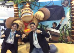 Mister Iwata and Reggie at Nintendo E3 2013 DK booth. And... Guess who is hidding in the picture?!