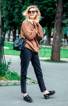 Street style look. Ankle skinnies, oxfords, comfy sweater