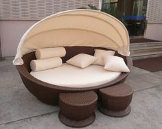 Wicker outdoor/indoor couch or bed!