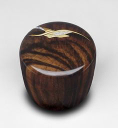 Tea Caddy Natsume Suzuki Masaya (Hyōsaku III), Japanese, 1932 - Made in Japan. Lacquer on wood with decoration in gold and mother-of-Pearl Japanese Culture, Japanese Art, Modern Decorative Boxes, Japanese Tea Ceremony, Philadelphia Museum Of Art, Tea Tins, Tea Caddy, My Cup Of Tea, Tea Service