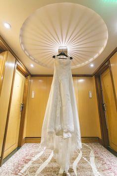 Vestido de noiva em renda com alças. Foto: Tempo Digital