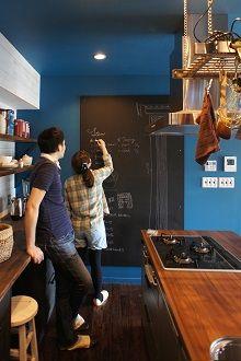 @リノベりす キッチンに黒板してレシピ書くのもいいね