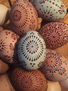 Pin Drop Eggs Easter Egg Designs, Ukrainian Easter Eggs, Easter Egg Crafts, Faberge Eggs, Painted Ornaments, Egg Art, Egg Decorating, Art For Kids, Diy And Crafts