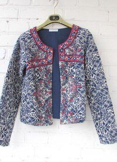 Kup mój przedmiot na #vintedpl http://www.vinted.pl/damska-odziez/marynarki-zakiety-blezery/16103256-promod-pikowany-zakiet-z-haftami-i-porcelanowym-wzorem-r-s
