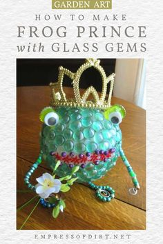 Create a garden art frog prince using flat marbles. With flowers and a crown, your prince is all ready. Garden Frogs, Garden Art, Prince For You, Repurposed Items, Creative Art, Art Projects, Recycling, Crafty, Christmas Ornaments