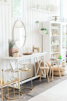 bright white shiplap walls and neutral decor pieces Anchor Home Decor, White Shiplap Wall, Style Me Pretty Living, Boutique Decor, Shabby Chic Homes, Home Accents, Home And Living, Interior Inspiration, Accent Decor
