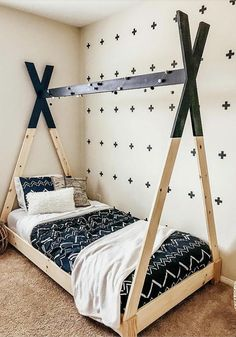 This Teepee bed will surely be the envy of your kid's friends. If you're looking for how to make a teepee bed frame, look no more. This DIY teepee bed can be built with these free plans and easy step by step tutorial. Diy Tipi, Diy Kids Teepee, Teepee Bed, House Beds For Kids, Kid Beds, Toddler Beds For Boys, Kids Bedroom Furniture, Diy Furniture Plans, Furniture Online