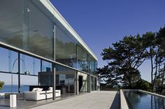 Cliff House by Fearon Hay Architects. More: http://www.snobtop.com/2012/10/fearon-hay-architects-cliff-house/