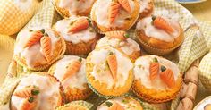 Carrot cake Saftige Muffins, Carrot Cake Muffins, Savory Muffins, Carrot Cakes, Food Colouring Paste, Muffin Recipes, Cake Recipes, Carrot Recipes, Healthy Recipes